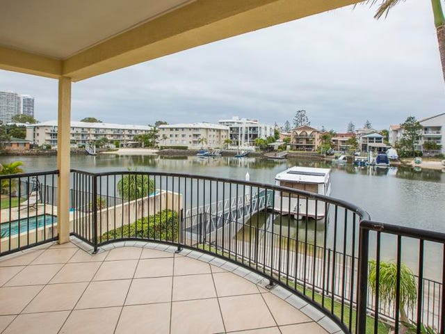2/48 Vaggelas Crescent, Biggera Waters, Qld 4216