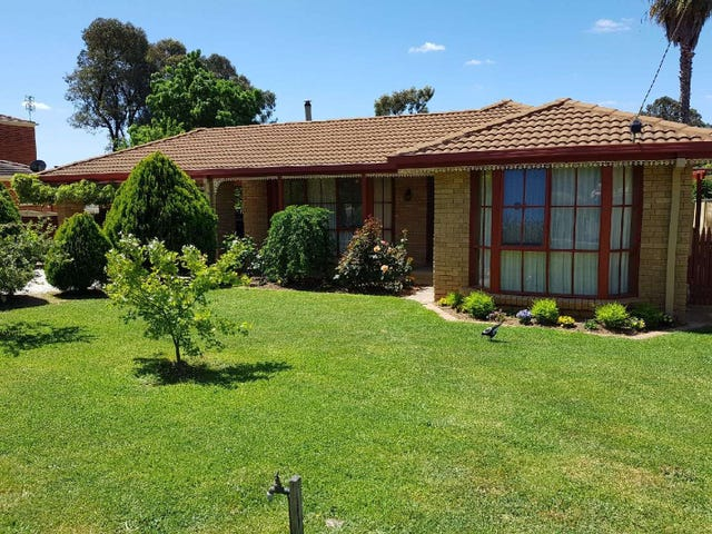 13 Maxwell Crescent, Strathdale, Vic 3550