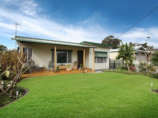 7 Kerry  Crescent, Berkeley Vale, NSW 2261