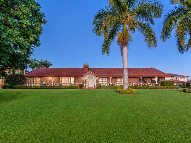 7 Monterey Place, Carindale, Qld 4152
