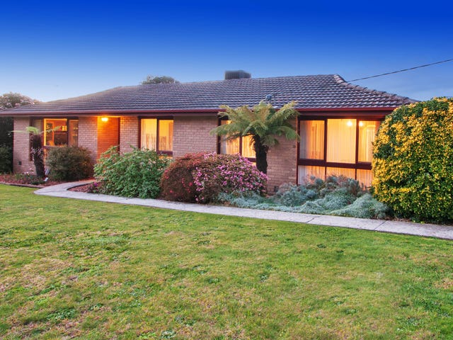 2 HAYRIDE LANE, Chirnside Park, Vic 3116