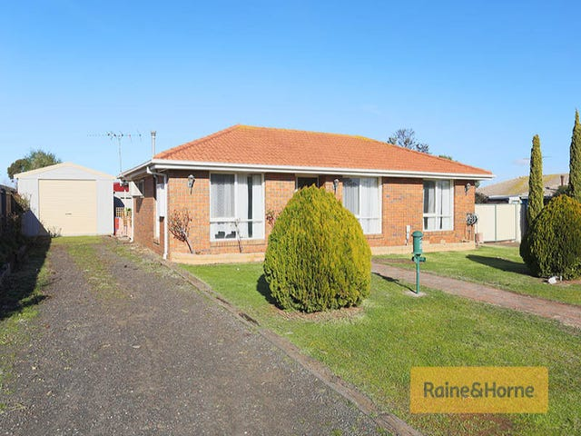 2 Fisher Place, Kurunjang, Vic 3337