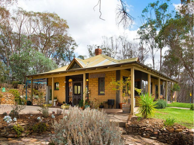 2609 Pyrenees Highway, Green Gully, Vic 3462
