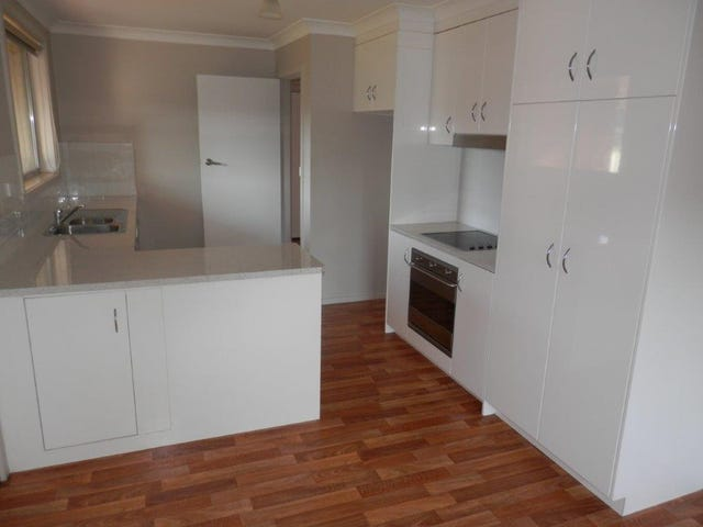 11 Tinga Crescent, Kooringal, NSW 2650