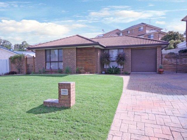 28 Diamontina Avenue, Kearns, NSW 2558