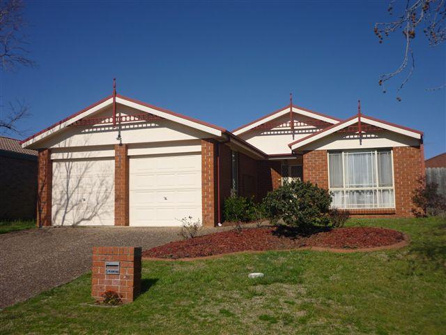 5 Farnborough Crt, Wattle Grove, NSW 2173