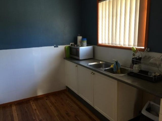 18 Aero Road, Ingleburn, NSW 2565