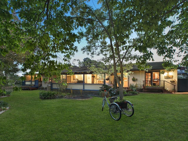 8 Thorn Place, Curtin, ACT 2605