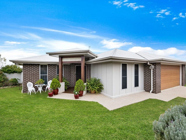 8 Pelling Court, Westbrook, Qld 4350