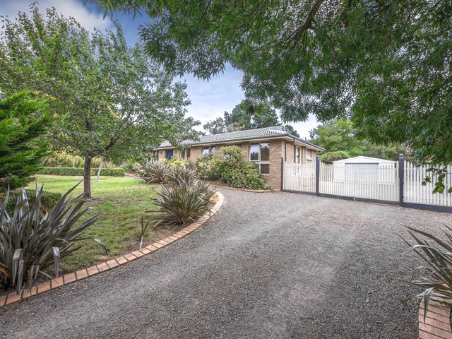 15 Old Farm Way, Romsey, Vic 3434