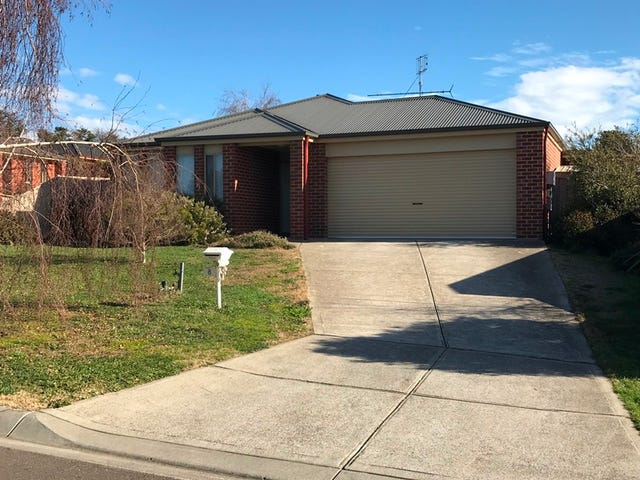 8 Pinewood Place, Kilmore, Vic 3764