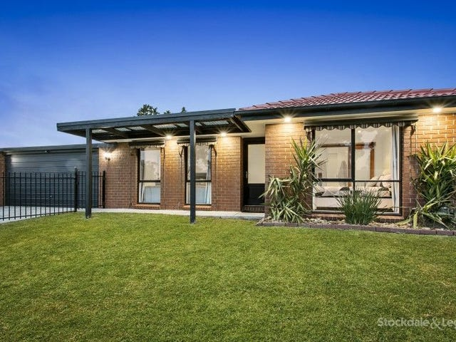 10 JOSEPHINE AVENUE, Cranbourne North, Vic 3977