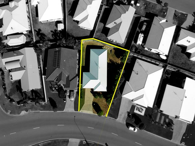 7 Hillock Crescent, Bushland Beach, Qld 4818