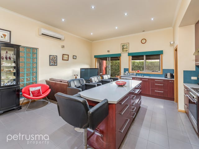 22 Wellington Road, Lindisfarne, Tas 7015