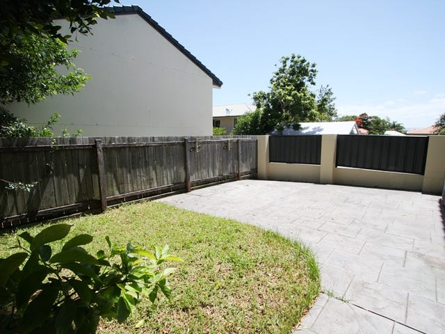 2/74 Pohlman Street, Southport, Qld 4215