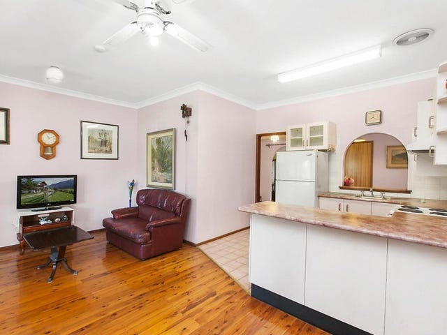 13 Fisher Road, Point Clare, NSW 2250