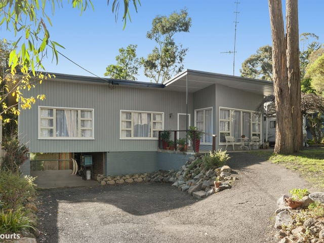 8 Moss Avenue, Mount Helen, Vic 3350