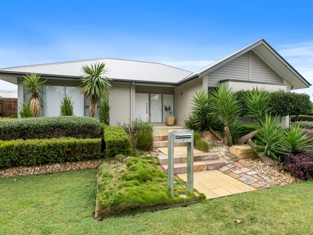 8 Thomson Place, Wakerley, Qld 4154