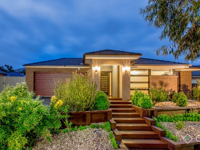 18 Monmouth Road, Cranbourne East, Vic 3977