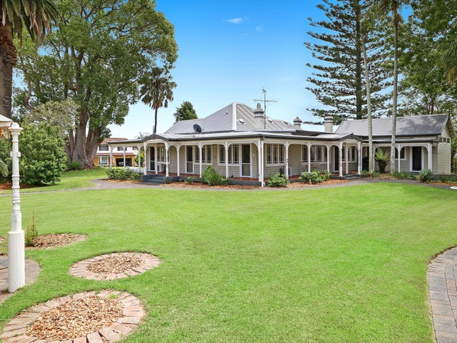 4 Roslyn Garden, Green Point, NSW 2251