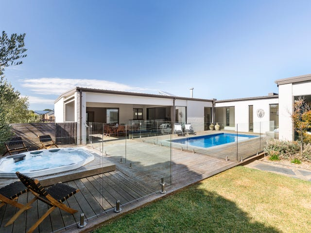 2 Capri Grove, Sorrento, Vic 3943