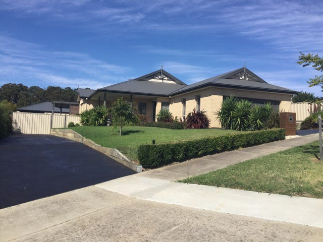 3 Crystal Court, Drouin, Vic 3818