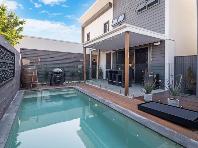 2/1 Fairway Ave, Southport, Qld 4215