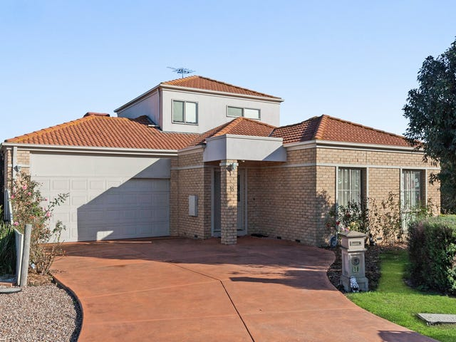 18 St Andrews Close, Hidden Valley, Vic 3756