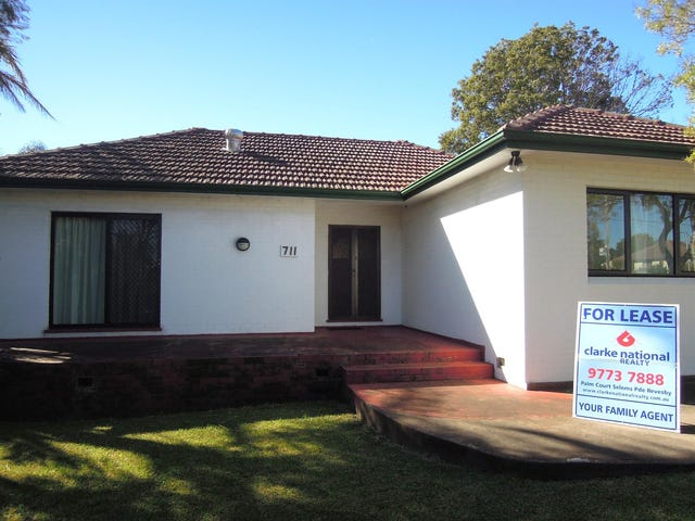 711 Henry Lawson Drive, East Hills, NSW 2213