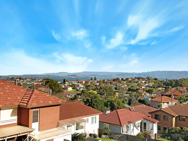 1/8 Weringa Avenue, Lake Heights, NSW 2502