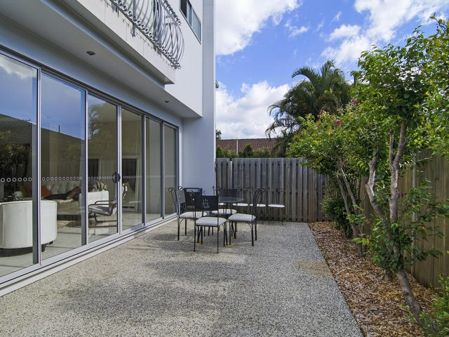 1 & 2/17 Walker Avenue, Palm Beach, Qld 4221