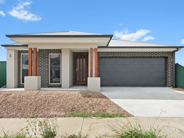 27 Cinnamon Drive, Lake Wendouree, Vic 3350