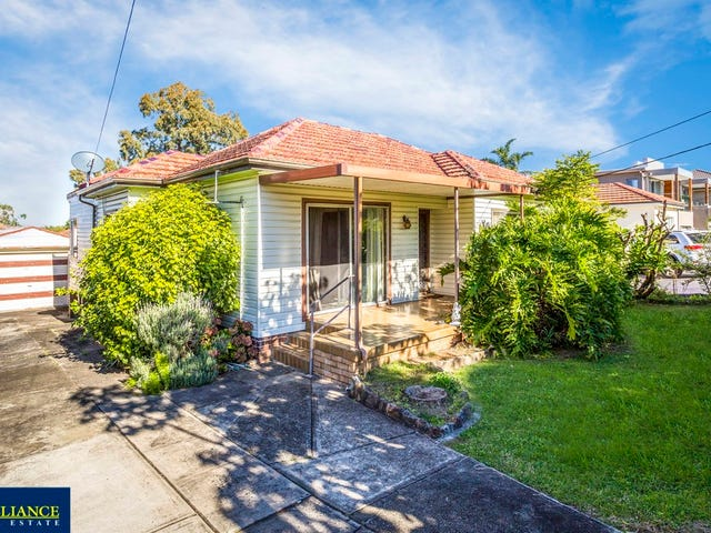 33 Donald Street, Picnic Point, NSW 2213