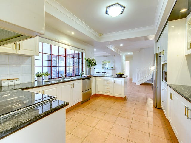3 Beaulieu Crescent, Carindale, Qld 4152