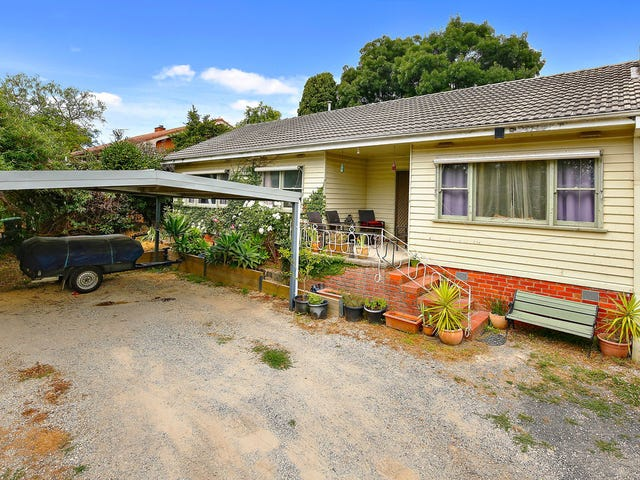 6 Rue De Gare, Wandin North, Vic 3139