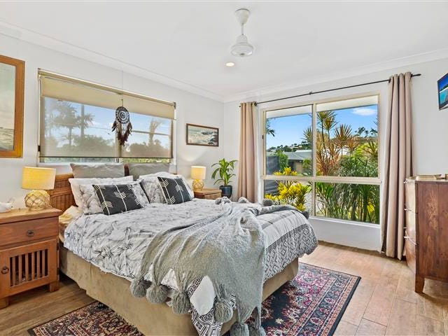 36 Valley Drive, Cannonvale, Qld 4802