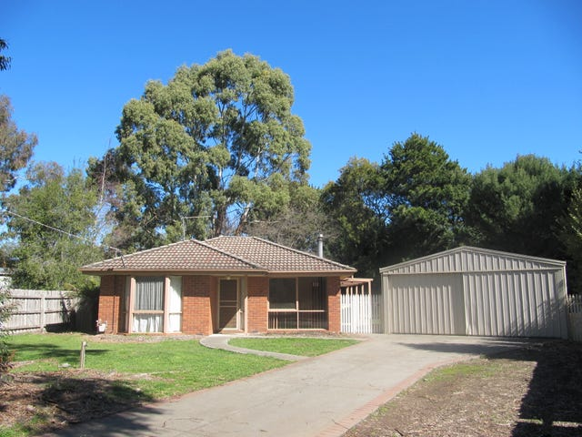 4 Pine Close, Woodend, Vic 3442