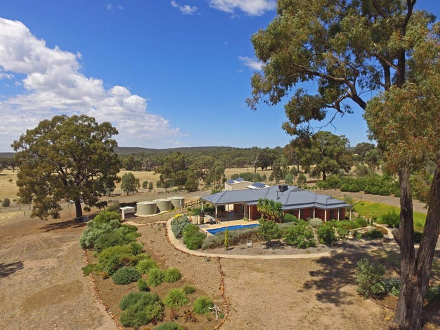 114 McLennan Road, Heathcote, Vic 3523