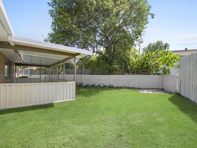 17 Cairns Avenue, Palm Beach, Qld 4221