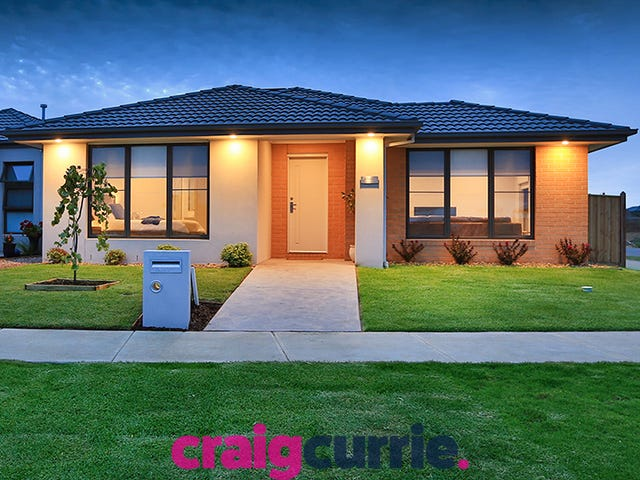 15 THOROUGHBRED DRV, Clyde North, Vic 3978