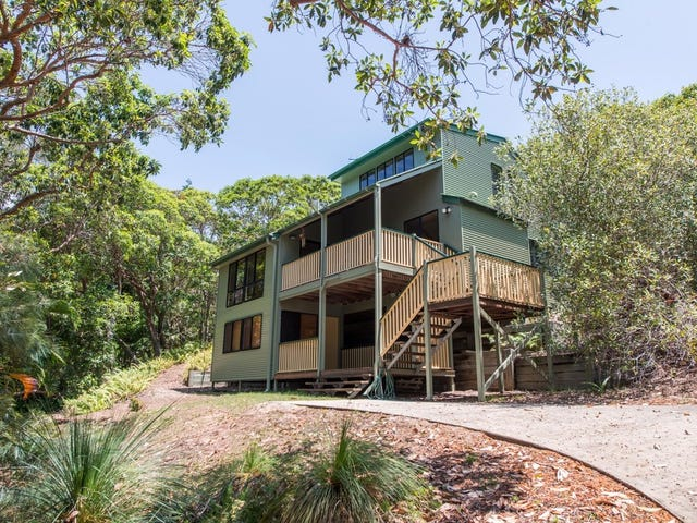 46 Booran Street, Point Lookout, Qld 4183