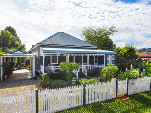 15 Christmas Street, North Toowoomba, Qld 4350