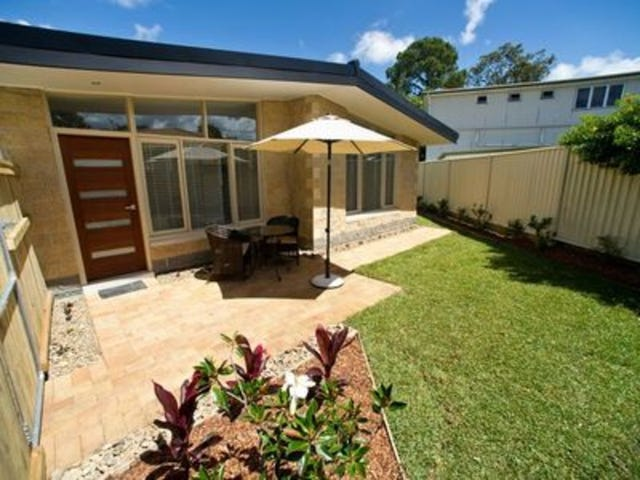 2/31 Brisbane Road, Labrador, Qld 4215