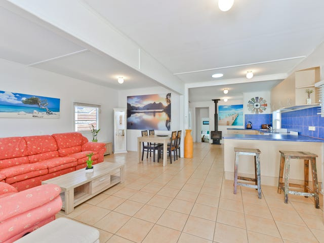 9 Inglis Street, Woody Point, Qld 4019