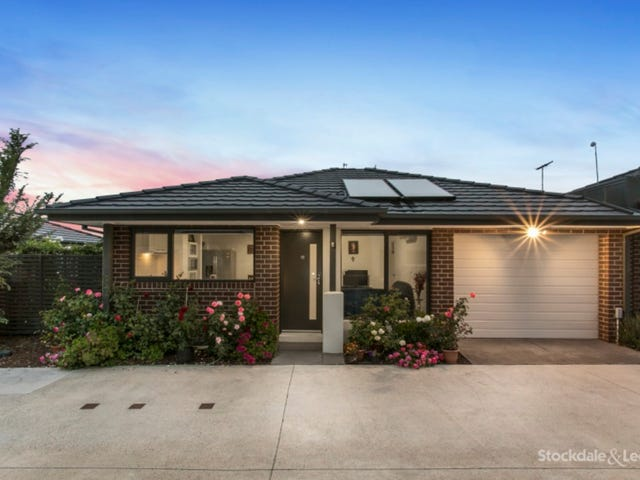10/17 Golden Elm Way, Lyndhurst, Vic 3975