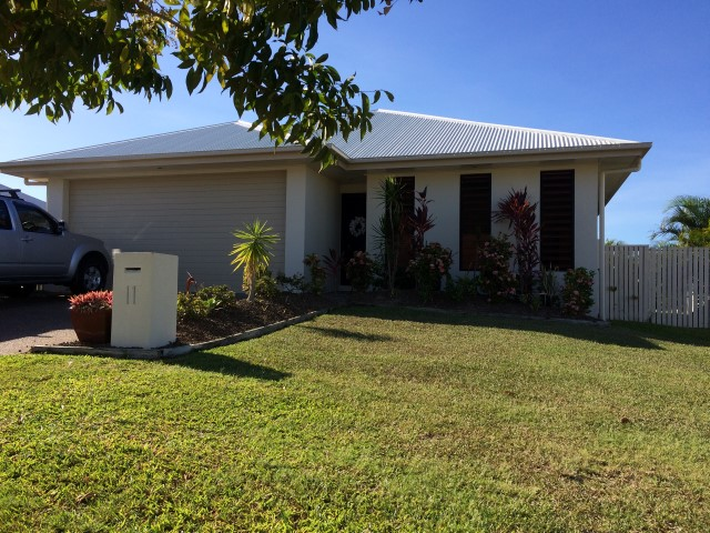 11 Rattray Street, Bushland Beach, Qld 4818