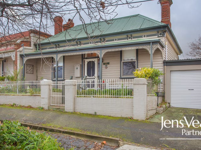 8 Doveton Crescent, Soldiers Hill, Vic 3350