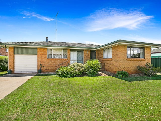 7 Whitefriars Street, Rockville, Qld 4350
