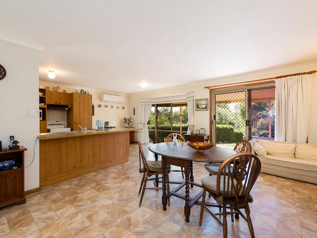 4 Lagoon Crescent, Bellbowrie, Qld 4070