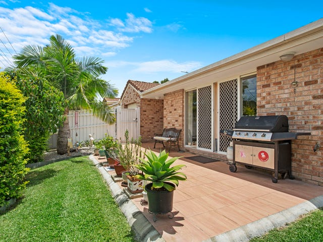 2/157 Whiting Street, Labrador, Qld 4215